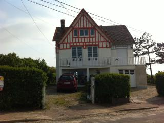 Bright 4 bedroom House in Quiberville with Internet Access - Quiberville vacation rentals
