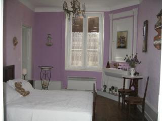 Le Logis de la Licorne/B&B Chambre L. Da Vinci - Wassy vacation rentals