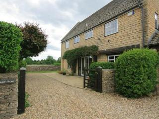Newlands Corner, Cotswolds village with pub nearby - Lower Slaughter vacation rentals