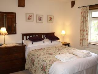 Lovely Barn with Internet Access and Television - Sedgeberrow vacation rentals