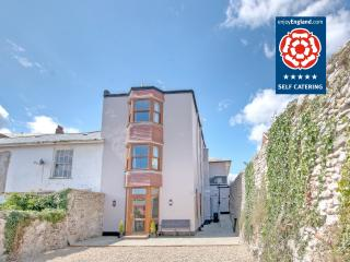 Crown in popular seaside town of Seaton, Devon - Seaton vacation rentals