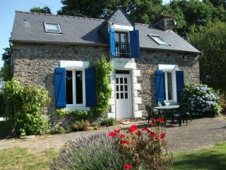 Bright 1 bedroom Cottage in Pontivy with Internet Access - Pontivy vacation rentals