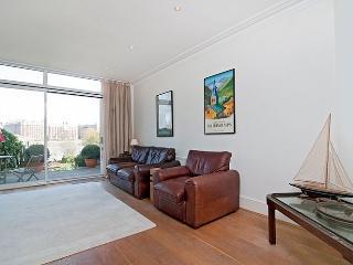 2 bed, Putney, River Views, Sleeps 4 - London vacation rentals