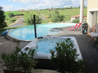 Bright 6 bedroom Muret House with Internet Access - Muret vacation rentals