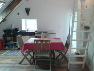 Nice 2 bedroom House in Dinan with Internet Access - Dinan vacation rentals