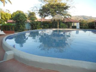 Casa in Villaggio Turistico con piscina - Playa Potrero vacation rentals