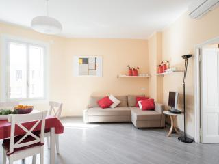 Fantastic 4-6 ,balcony, between Coliseum & Termini - Rome vacation rentals