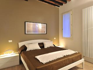 2 bedroom Apartment with A/C in City of Venice - City of Venice vacation rentals