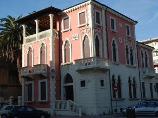Elegant 2nd floor apartment in historic Tuscan hou - Viareggio vacation rentals