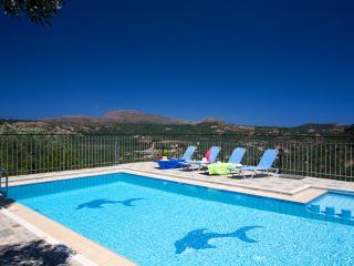 Charming 3 bedroom Kolymbari Villa with Internet Access - Kolymbari vacation rentals