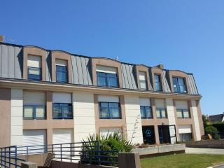 Nice Studio with Internet Access and Balcony - Roscoff vacation rentals