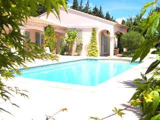 Maison Provençale de style Hacienda - Eyragues vacation rentals