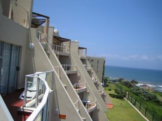 Perfect 2 bedroom Margate Apartment with Tennis Court - Margate vacation rentals
