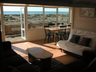 Cozy 3 bedroom Bungalow in Pagham with Deck - Pagham vacation rentals