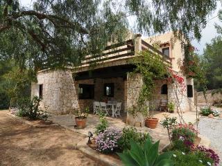 VILLA in Pietra con Piscina - Siesta vacation rentals