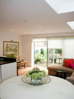 BRE - Sleek and contemporary Fulham apartment. - London vacation rentals