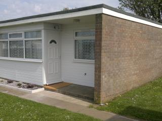 2 bedroom Chalet with Swing Set in Great Yarmouth - Great Yarmouth vacation rentals