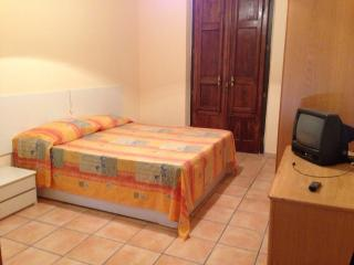6 bedroom Apartment with Television in Caltagirone - Caltagirone vacation rentals