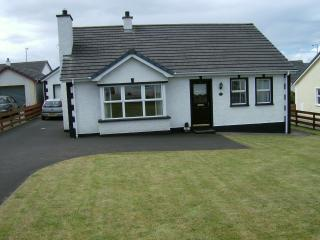 Nice 3 bedroom Bungalow in Portballintrae with Satellite Or Cable TV - Portballintrae vacation rentals