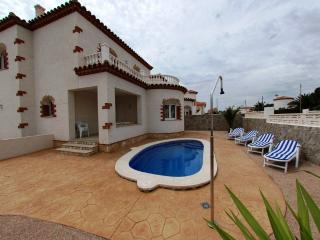 Pool villa next to the beach - Miami Platja vacation rentals