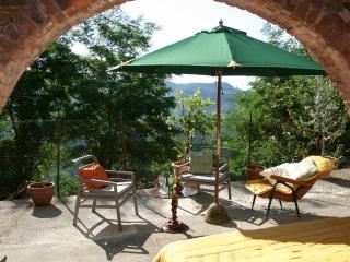 Charming 3 bedroom Tereglio House with Internet Access - Tereglio vacation rentals