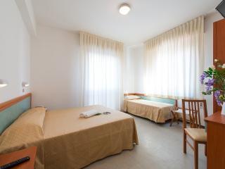 Camera Sirena a Miramare (Rimini) - Doppia - Miramare Di Rimini vacation rentals