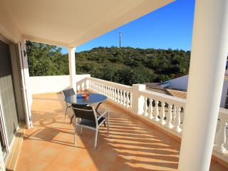 Comfortable 3 bedroom Moncarapacho House with Washing Machine - Moncarapacho vacation rentals