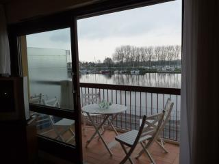 Perfect 1 bedroom Ouistreham Condo with Short Breaks Allowed - Ouistreham vacation rentals