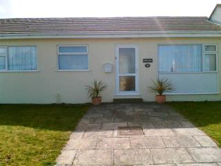 Cozy Bungalow with Microwave and Stereo - Aberporth vacation rentals