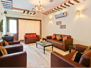 NEW MODERN APARTMENT SUPERB LOCATION - New Delhi vacation rentals