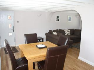 Romantic 1 bedroom Condo in New Forest with Internet Access - New Forest vacation rentals