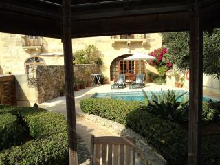 3 bedroom Farmhouse Barn with Deck in Xaghra - Xaghra vacation rentals