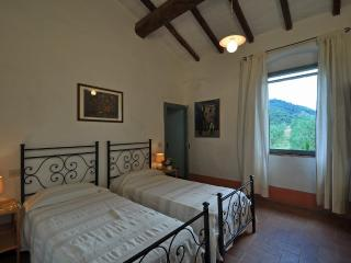 Bright 5 bedroom Condo in Bucine - Bucine vacation rentals