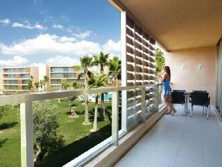 Luxury 3 bed Baby friendly Apartment Walk to Beach - Albufeira vacation rentals