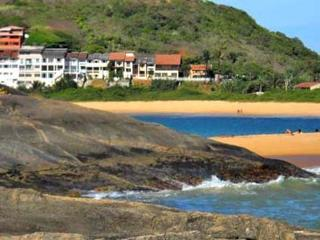 Nice House with Internet Access and Parking - Guarapari vacation rentals
