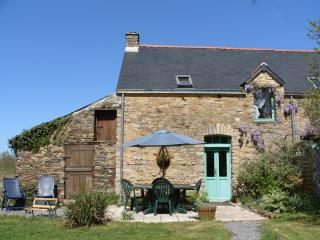 Lovely Gite with Internet Access and Satellite Or Cable TV - Nivillac vacation rentals