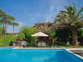 Nice Villa with Internet Access and A/C - Forte Dei Marmi vacation rentals