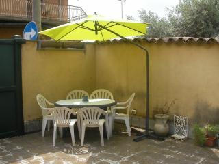 Casetta indipendente a Catania - San Gregorio di Catania vacation rentals