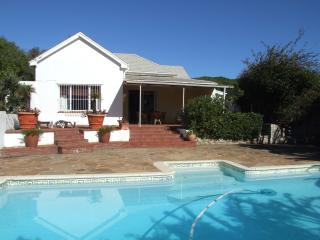 Sunny 2 bedroom Cottage in Kommetjie - Kommetjie vacation rentals