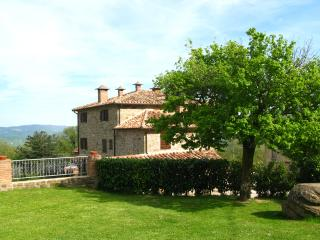 Splendid flat in Tuscany, pool & breathtaking view - Cortona vacation rentals