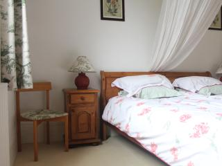 Cozy 2 bedroom Gite in Montevrain - Montevrain vacation rentals