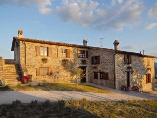 Nice Farmhouse Barn with Internet Access and Shared Outdoor Pool - Gubbio vacation rentals