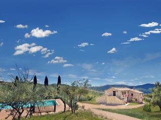 Bright 5 bedroom Farmhouse Barn in Gubbio with Internet Access - Gubbio vacation rentals