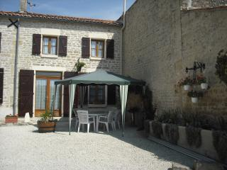 Comfortable Gite with Internet Access and Grill - Aulnay vacation rentals