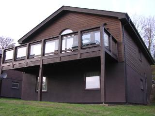 Nice Lodge with High Chair and Balcony - Grantham vacation rentals