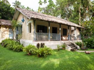 Charming 4 bedroom Galle Villa with Internet Access - Galle vacation rentals
