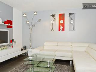 Bright Apartment with Dishwasher and Telephone - Avignon vacation rentals