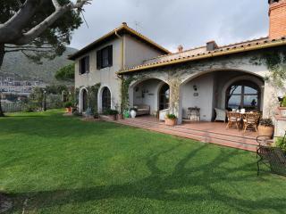 Il Casale, villa with great sea view and garden - Formia vacation rentals
