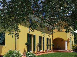 1 bedroom Condo with Internet Access in Bolano - Bolano vacation rentals