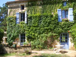 Cozy 2 bedroom Guest house in Puy-l Eveque - Puy-l Eveque vacation rentals